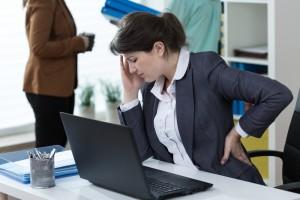 頭痛と背中の痛み